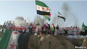 Gözlemcileri Bekleyen Suriyelilere Ateş Açıldı
