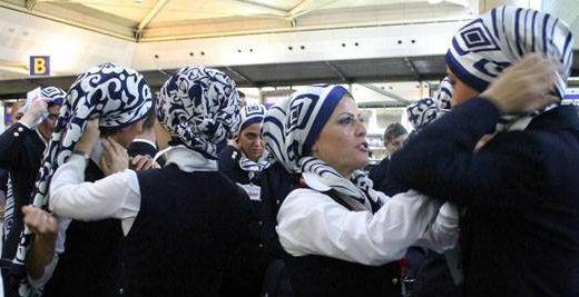 Mısırlı Hostesler Başörtüsü İstiyor