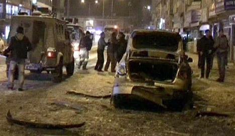 Hakkaride Polis Servisine Bombalı Saldırı