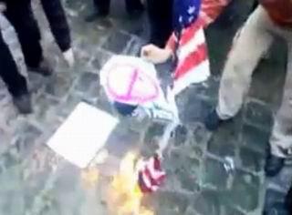 Hamada Rusya ve Amerika Bayrağı Ateşe Verildi