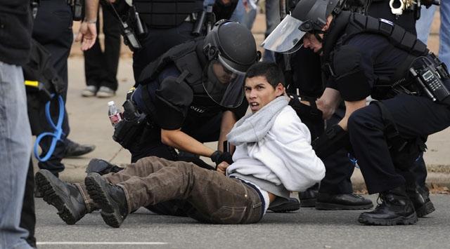 ABDde 300 Protestocu Gözaltında