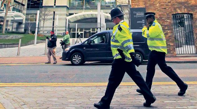 İngilterede 4 Gazeteci Rüşvetten Tutuklandı