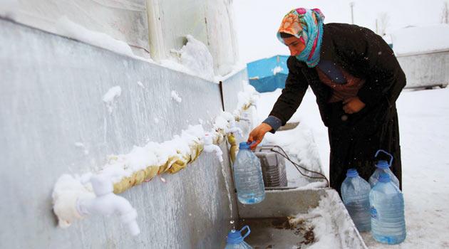 155 Bin Vanlı Kar Altında Yaşamaya Çalışıyor!