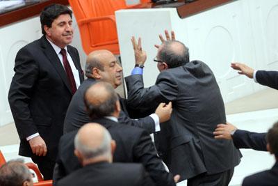 Kemalist Diktatörlük Sözüne CHP Köpürdü