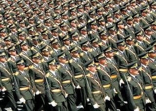 Ordusunu Kontrol Edemeyen Bir Halk...