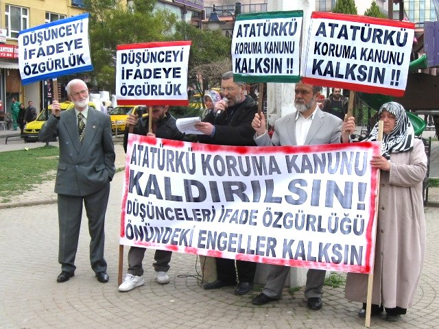 """""""Atatürk'ü Koruma Kanunu Kalksın!"""" Eylemi"""
