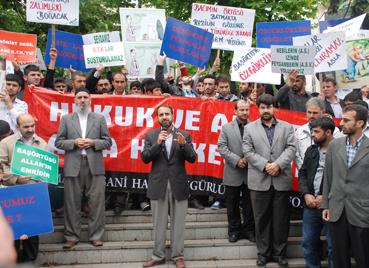 Mustazaf-Derin Kapatılması Protesto Edildi