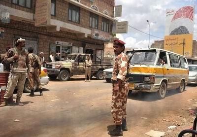 Yemende Canlı Bomba: 100 Asker Öldü