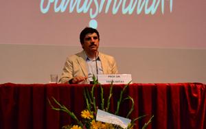 Yasin Aktay: Esed, İsrail'i Solladı