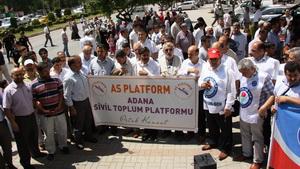 Adana'da Yasakçı Müdüre Protesto