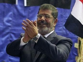 Sorunlar İle Komplolar Arasında Mursi
