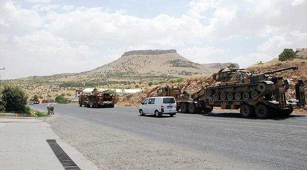 Suriye Sınırına Zırhlı Araçlar Gönderildi