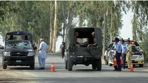Pakistanda Polis Lojmanına Saldırı: 9 Ölü