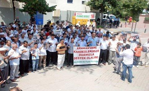 Yalovada Arakan Katliamı Protesto Edildi
