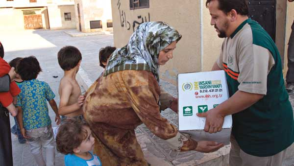 İHH İdlib'te Yardım Dağıttı