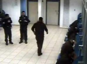 Filistinli Esirler Siyonist Gardiyanları Bastırdı