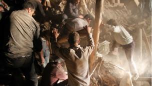İran Depremlerinde Ölü Sayısı Artıyor