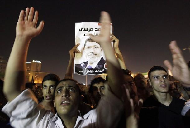 Mısır'da Halk İslamcılardan Yana Tavır Koydu