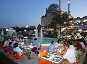 Özgür-Der Ankara Şubesi İftar Verdi