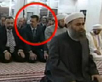 Katil Beşşar Esed'in Korku Namazı!