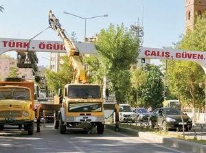 Siirt'teki Irkçı-Ayrımcı Tabela İndirildi