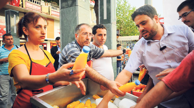 Bira Festivaline Karşı Portakal Suyu