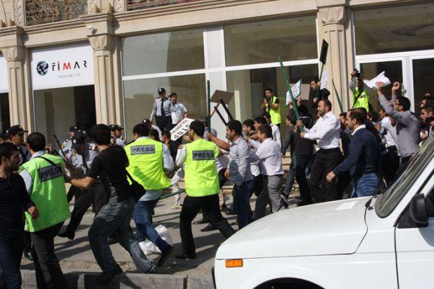 Azerbaycanda Hicaba Kanlı Saldırı
