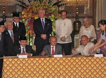 Filipinlerde Tarihî Anlaşma İçin İmzalar Atıldı