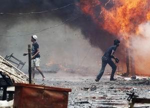 Arakan'da Müslümanlara Ait Evler Yakıldı