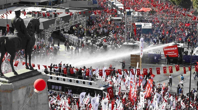Ankarada Cumhuriyet Mitingi Gerginliği