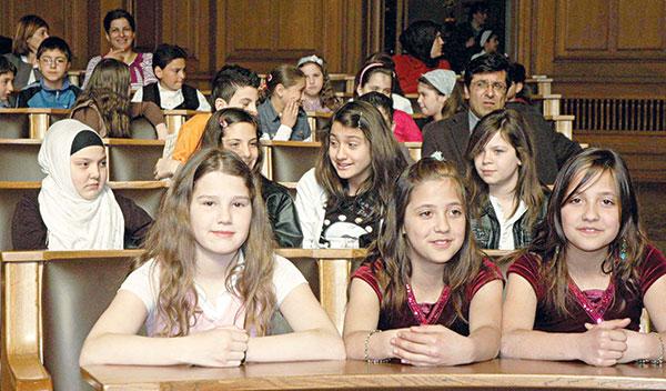 9 Bin Çocuk Dinsel Asimilasyona Uğradı