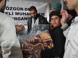 Mültecilere İlaç ve Battaniye Yardımı (FOTO)