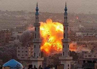 İsrail Havadan, Karadan, Denizden Saldırıyor