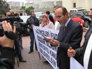 Atatürk'e Hakaret Davası Ertelendi