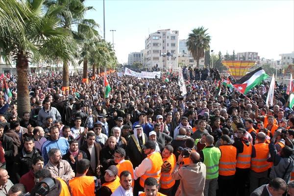 Ürdün'de Onbinlerce Kişi Hükümeti Protesto Etti