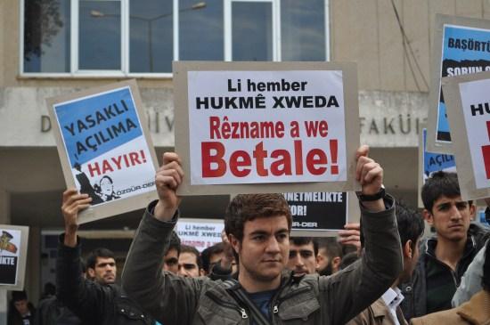 Yasakçı Yönetmeliğe Diclede Protesto