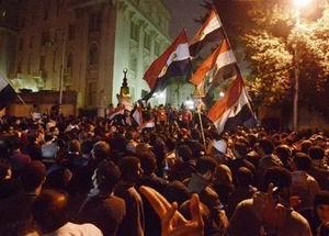 Muhalifler Mursi'nin Sarayını Kuşattı