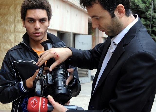TRT Ekibi Tahrir'de Saldırıya Uğradı