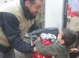 Üşüyen Suriyeye Sadakataşından Yardım