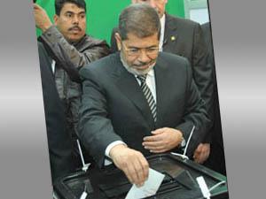 Mısırda Referandum; Mursi Oy Kullandı