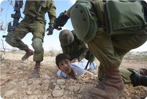 Siyonistler 2012'de 900 Çocuğu Tutukladı