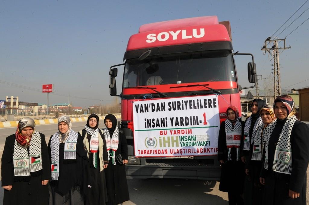 Vandan İlk Yardım Tırı Suriye Yolunda