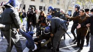 Azerbaycan'da Protestoya 100 Kat Ceza