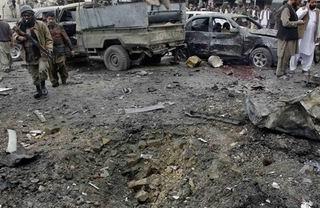 Pakistan'da Pazar Yerine Bomba: 64 Ölü