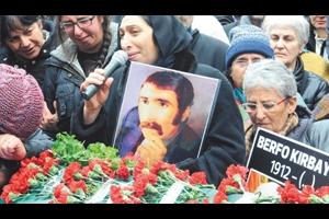 Berfo Ana'yı Kayıp Anneleri Uğurladı