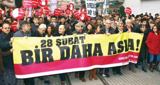 28 Şubat Darbecilerine Taksimde Protesto
