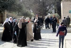 Filistinli Kızın Başörtüsünü Zorla Açtılar