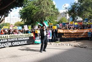Suriye İntifadası Adanadan Selamlandı