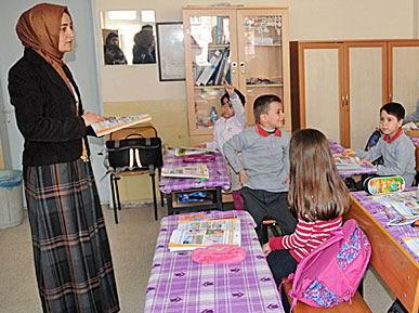 Öğretmenler Okula Başörtüleriyle Girdi