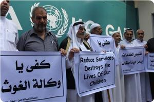 Filistinli Mültecilerden UNRWAye Protesto